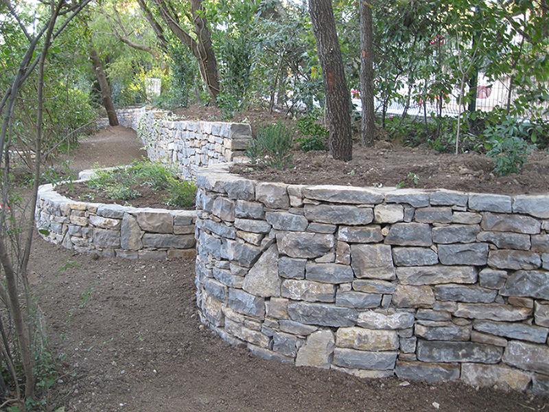 Faire un muret de jardin for Jardin service